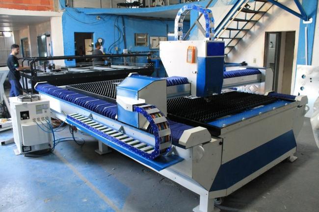 Fiber laser cutting machine made by brazil customer